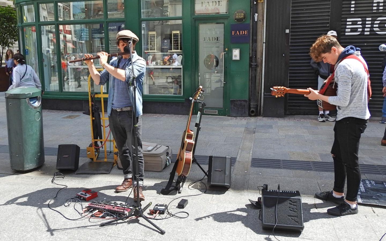 Der bekannteste Ort für Live-Straßenmusik in Dublin ist die Grafton Street.