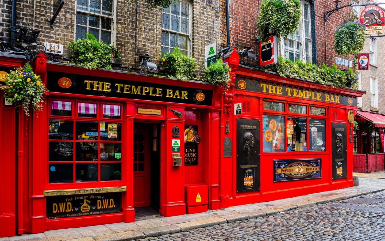 Das bekannte Pub Temple Bar im gleichnamigen Stadtviertel ist einer der Dublin Reisetipps.