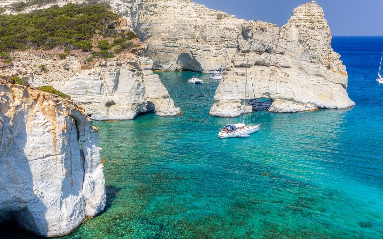 Die Nummer zwei der schönsten Strände Europas ist der Kleftiko Beach auf der Insel Milos in Griechenland.