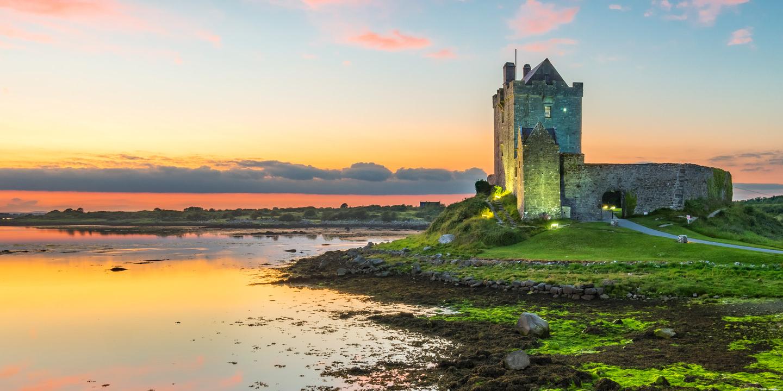 Das Dunguaire Castle an der Galway Bay ist auch ein interessanter Irland Reisetipp für die nächste Irland Reise.