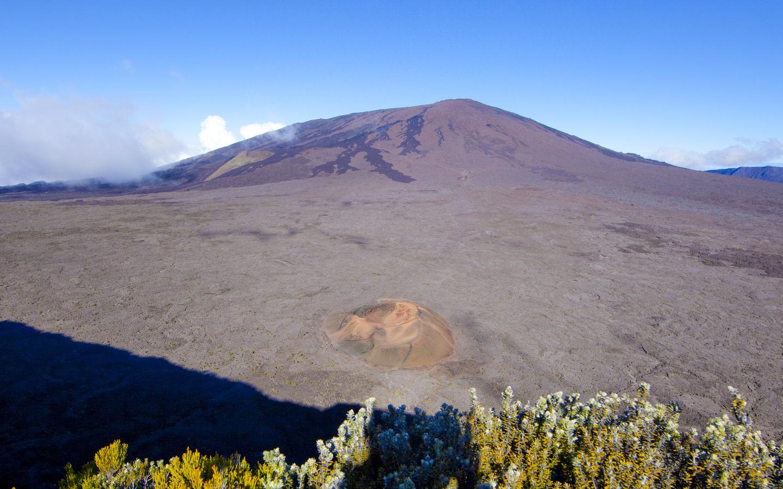 Der Vulkan Piton de la Fournaise auf der französischen Insel La Réunion.