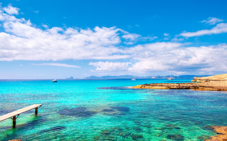 Die Nummer vier der schönsten Strände Europas ist der Strand Playa de ses Illetes auf der Baleareninsel Formentera in Spanien.