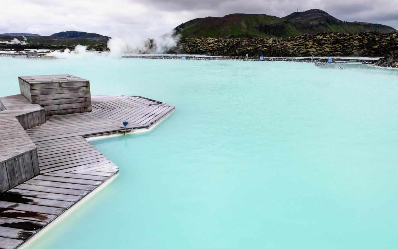 Die Blaue Lagune ist die bekannteste und beliebteste heiße Quelle Islands.