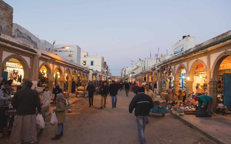 Eine Marktstraße in Marokko.