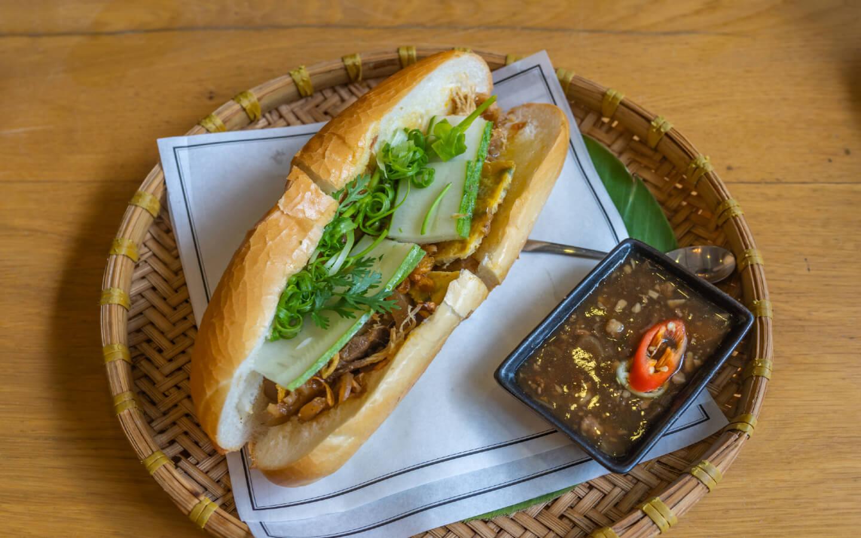 Das typische Sandwich Banh Mi der vietnamesischen Küche.