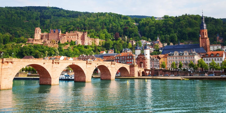 Die Stadt Heidelberg im Süden ist ein beliebtes Reiseziel für einen Urlaub in Deutschland.