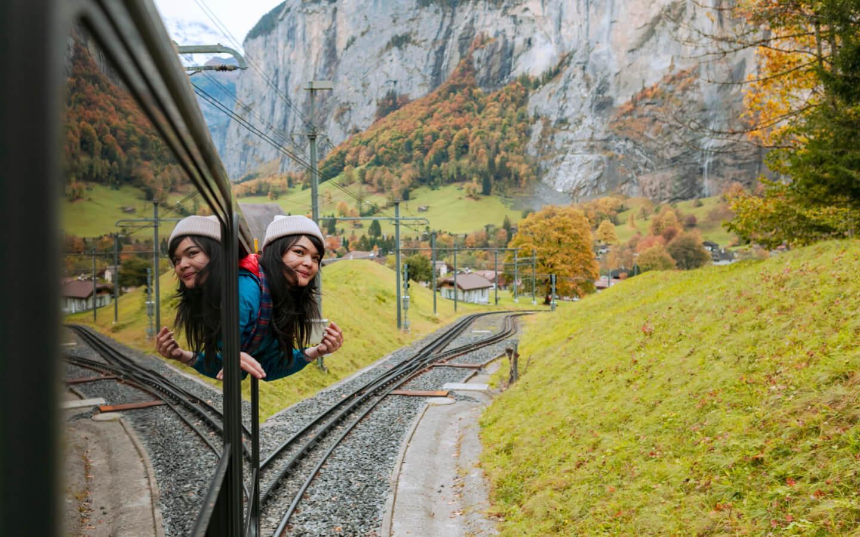 Eine Zugreise während eines Urlaubs in Deutschland.