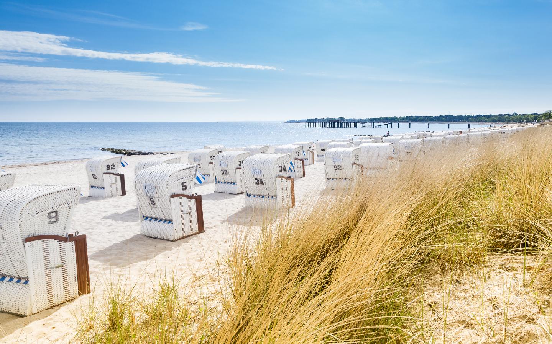 Die bekannten Strandkörbe im Ort Timmendorfer Strand.