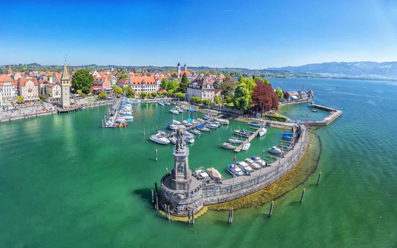 Die Stadt Lindau in Bayern ist ein beliebtes Urlaubsziel am Bodensee.
