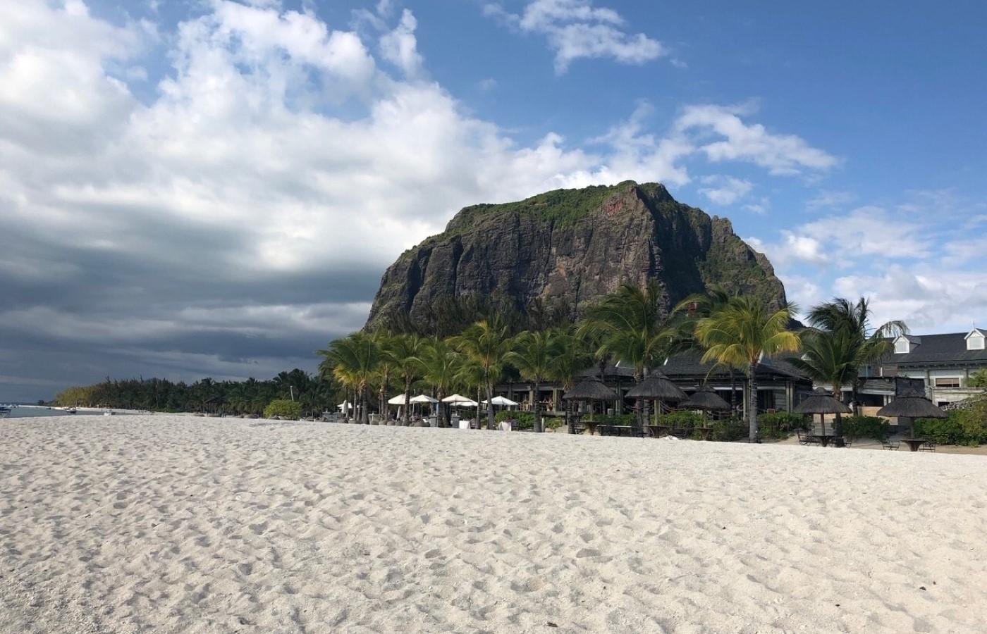 Ein Strand auf Mauritius, der Nachbarinsel von La Réunion.
