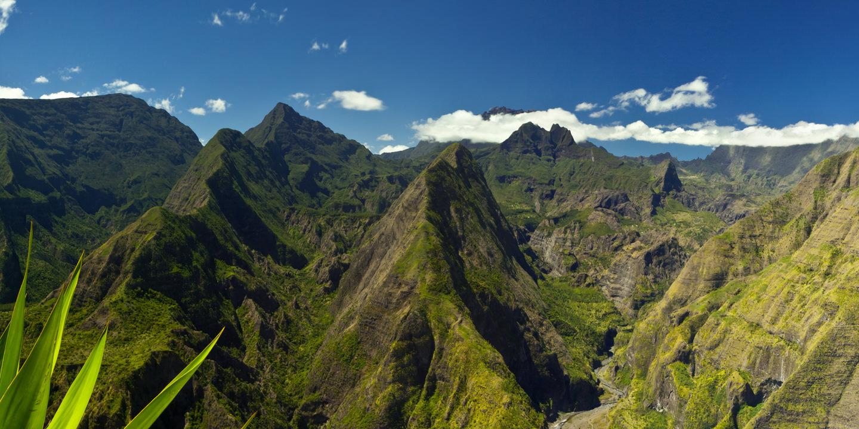 Der Talkessel Cirque de Mafate auf der französischen Insel La Réunion.