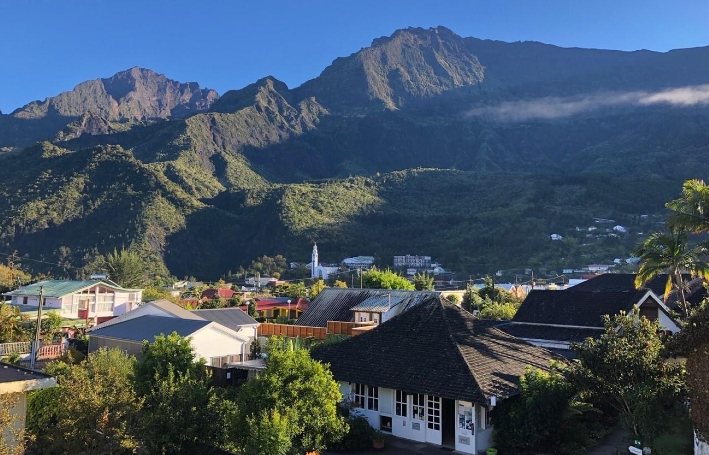 Der Ort Cilaos auf der französischen Insel La Réunion.