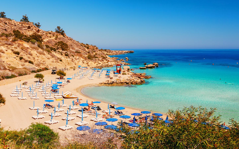 Der Nissi Beach gehört zu Zyperns schönsten Stränden.