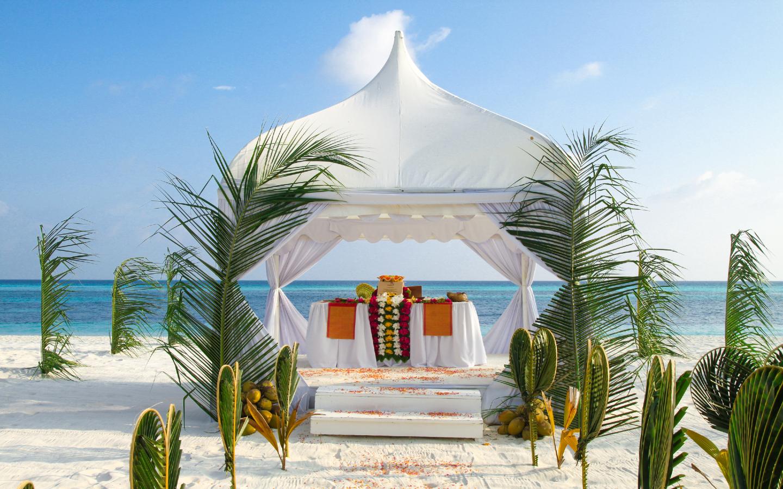 Heiraten am Strand auf den Malediven ist ein einmaliges Erlebnis.