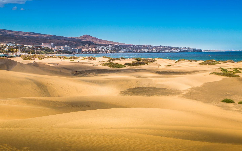 Die bekannten Sanddünen von Maspalomas auf Gran Canaria.