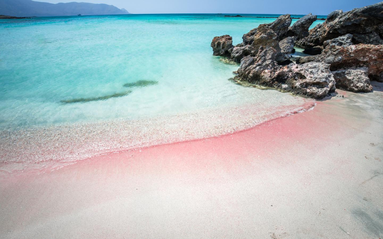 Der rosa gefärbte Elafonissi Beach auf der Insel Kreta.