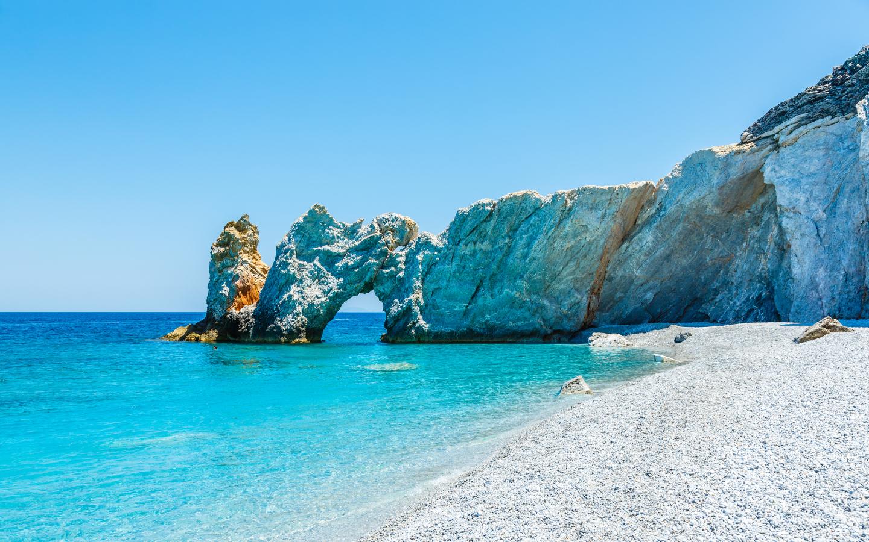 Der naturbelassene Strand Lalaria Beach auf der Insel Skiathos.