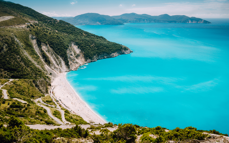 Der Myrtos Beach auf der griechischen Insel Kefalonia.