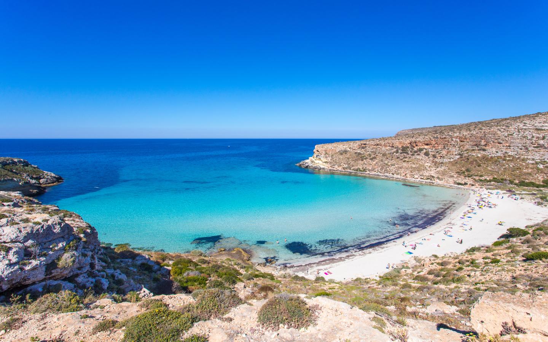 Der Strand Spiaggia dei Conigli in Italien ist laut Tripadvisor der schönste Strand Europas.