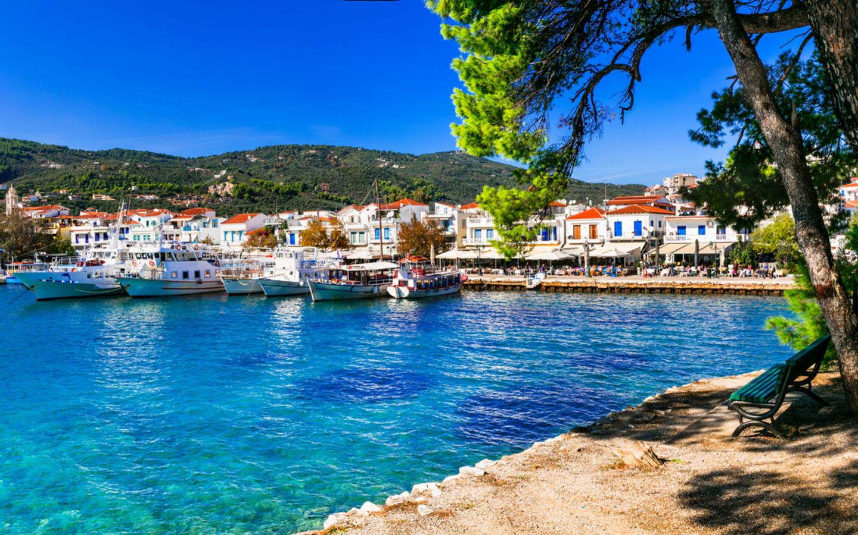 Der Hafen der Insel Skiathos in Griechenland.