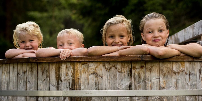 Eine Weltreise mit Kindern - hier sind die Kinder im Pool.