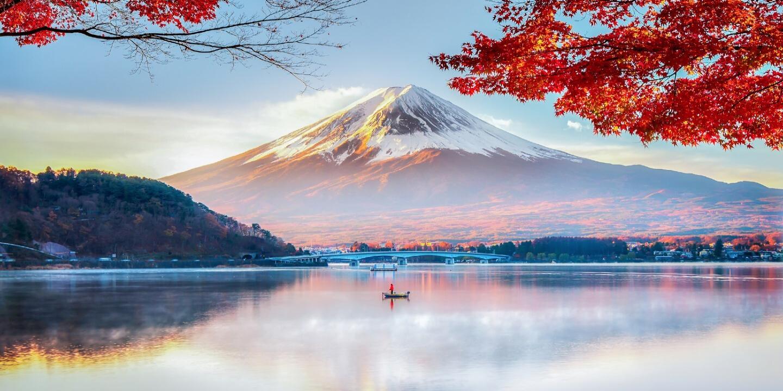 Der Vulkan Fuji in Japan wo das älteste Hotel der Welt steht.
