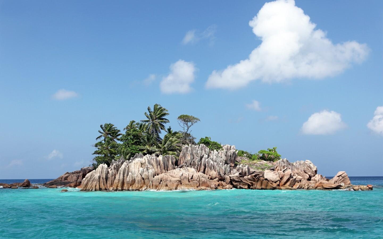 Die Insel Saint-Pierre in der Bucht von Côte d'Or auf der Seychellen-Insel Praslin.