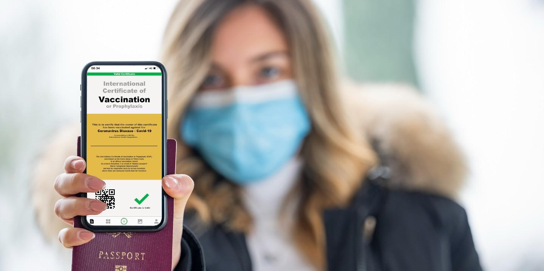 Der digitale EU-Impfpass auf dem Smartphone wird das Reisen erleichtern.