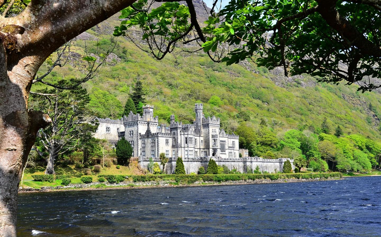 Die Benediktinerinnenabtei Kylemore Abbey gehört zu den beliebtesten Sehenswürdigkeiten Irlands.