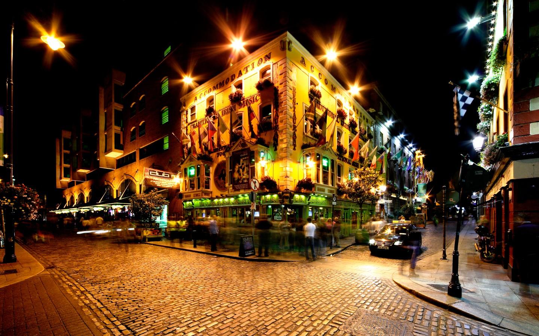Die Temple Bar in Dublin gehört zu den Sehenswürdigkeiten Irlands.