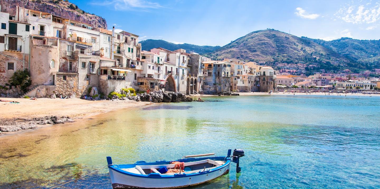 Die Küste der Region Apulien, die zu den 5 schönsten Urlaubsregionen in Italien gehört.