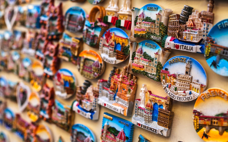 Magnete wie hier aus der Toskana gehören zu beliebten Mitbringseln aus dem Urlaub.