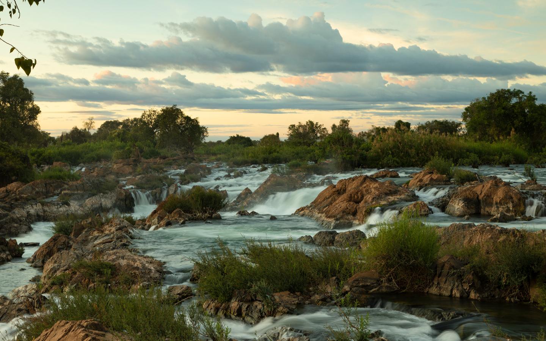 Die vielen Kaskaden der Mekongfälle machen sie zum breitesten Wasserfall der Welt.